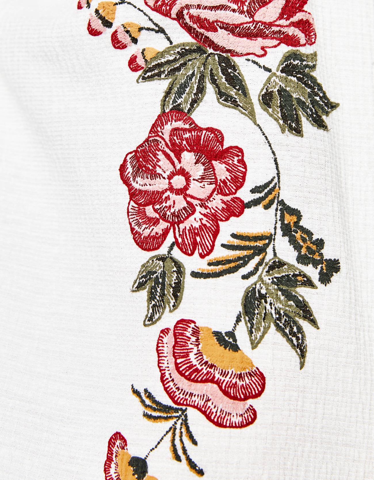 Sayuri Villalba – Bershka Flower Puff6