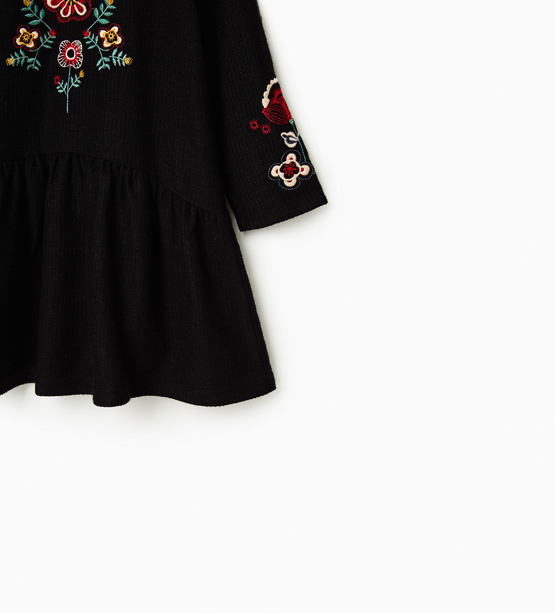 Sayuri Villalba – zara-kids-Embroidery-Flowers3