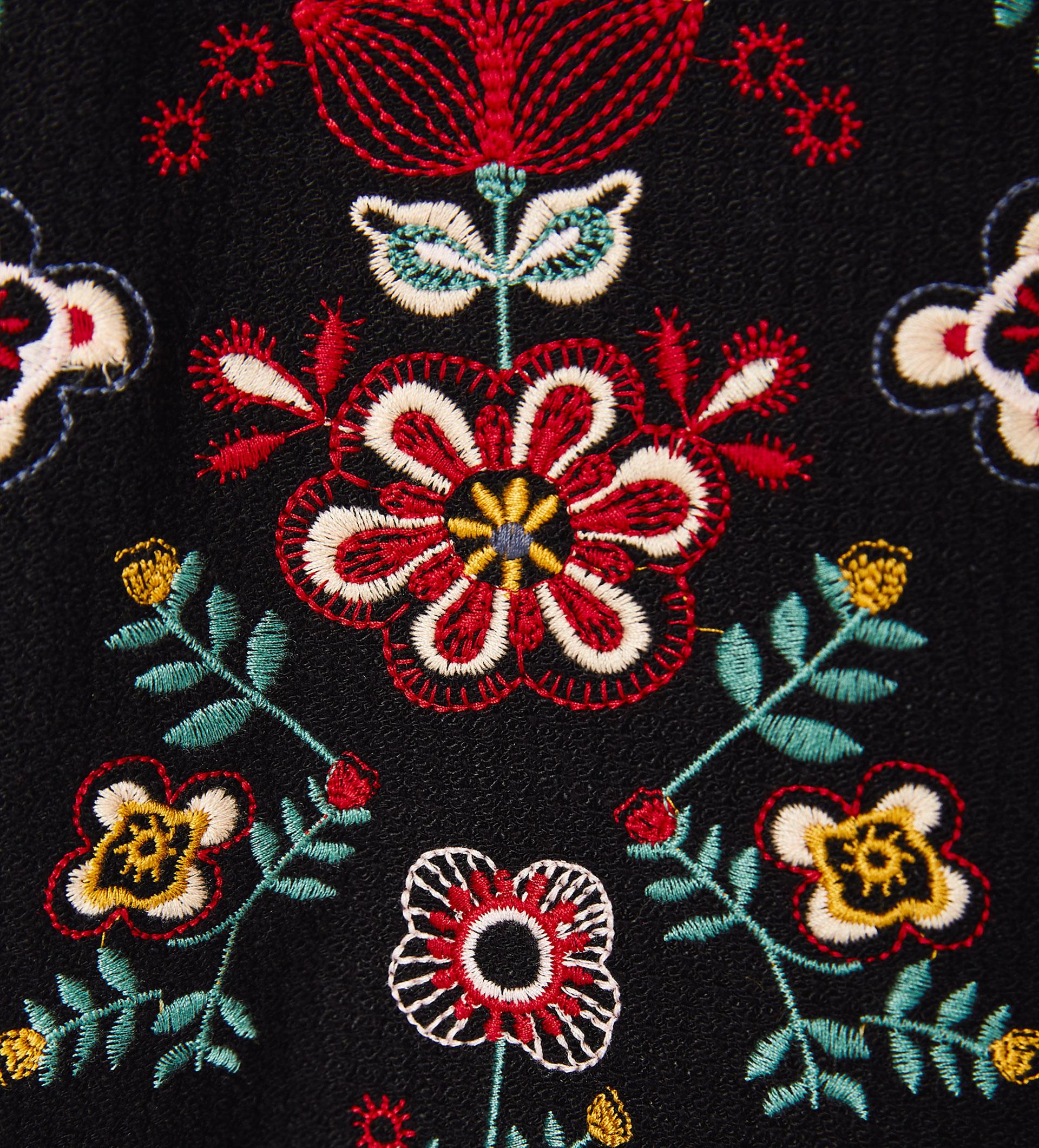 Sayuri Villalba – zara-kids-Embroidery-Flowers4